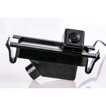 Камера заднего вида Fighter CS-HCCD+FM-11 для Hyundai Elantra (GD), i30 (GD)