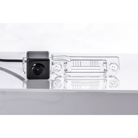 Камера заднего вида Fighter CS-HCCD+FM-18 для VW Caddy, Golf V, Jetta, Multivan (T5), Passat, Touran