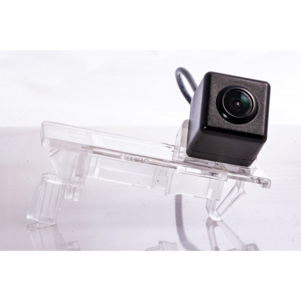 Камера заднего вида Fighter CS-HCCD+FM-12 для Seat Ibiza ST (6J(2012)), Alhambra (7N), Ibiza SC (6J)