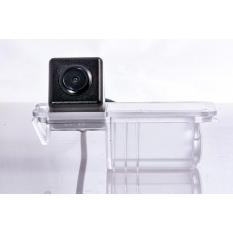 Камера заднего вида Fighter CS-HCCD+FM-13 для Seat Toledo (KG32), Leon (5F1), Porsche Cayenne (958), Forza (A13)