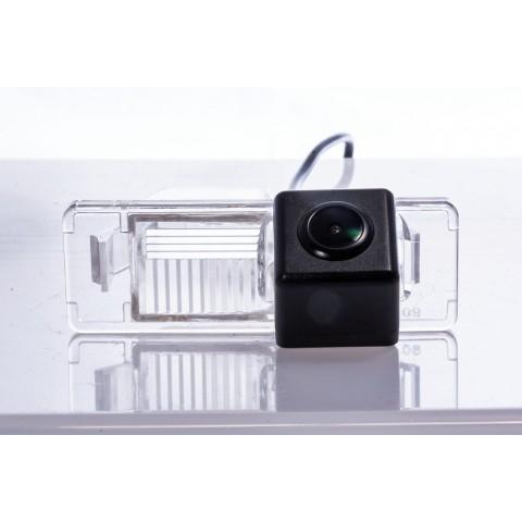 Камера заднего вида Fighter CS-HCCD+FM-24 для Nissan X-Trail (T31), Juke (YF15), Patrol (Y62), Pathfinder (R51), Note (E11), Qashqai (Y10), Primera (WP12)