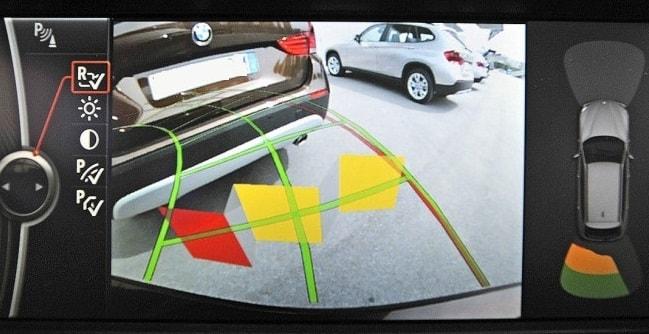 Простая и удобная парковка с камерами заднего вида и активными линиями